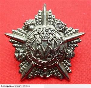 星形银色标徽