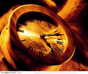 麻布上的时钟
