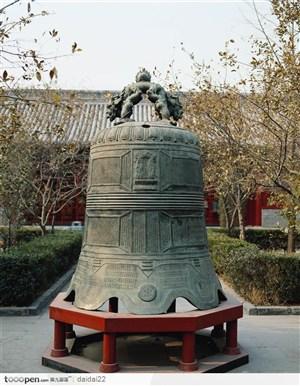 中华传统工艺青铜钟图片