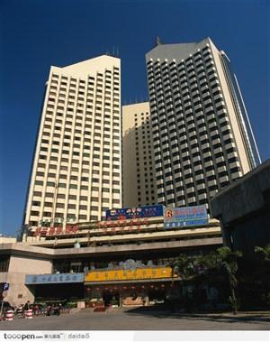 深圳城市风光-夕阳下的大厦