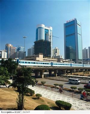 深圳城市风光-轻轨和大厦