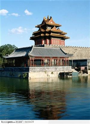 紫禁城印象-湖泊旁的房屋