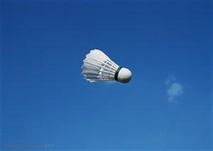 球类运动-飞在空中的羽毛球