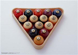 球类运动-放在三角形框里的桌球