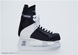 球类运动-黑白相间溜冰鞋特写