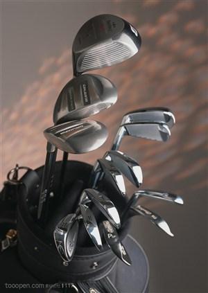 球类运动-俯视包里的高尔夫球杆
