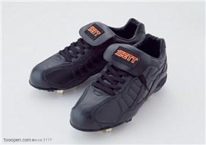 球类运动-黑色钉子鞋特写