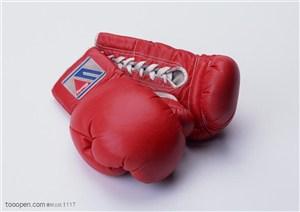 球类运动-红色的拳击手套