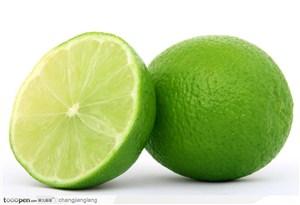一个半绿色柠檬高清大图水果图片